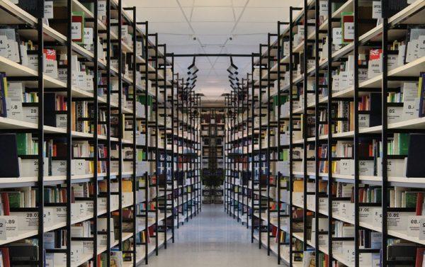 10 ventajas del uso de estanterías metálicas y sistemas de almacenaje en trasteros