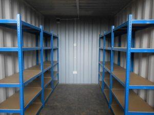 Ejemplo de Trastero, con sistema de almacenaje de estanterías metálicas.